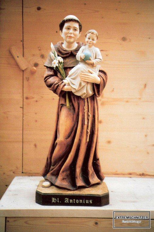 Der heilige Antonius mit Lilien in der rechten und dem Jesuskind in der linken Hand.