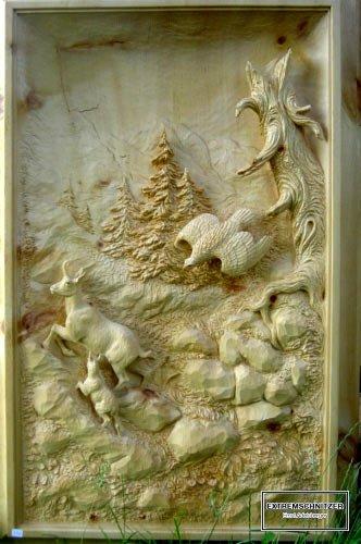 Die Tiere der Berger - Gams und Adler - als Reliefschnitzerei